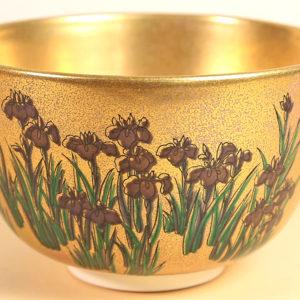 Vintage Matcha Bowl - Gold w/ Iris close up