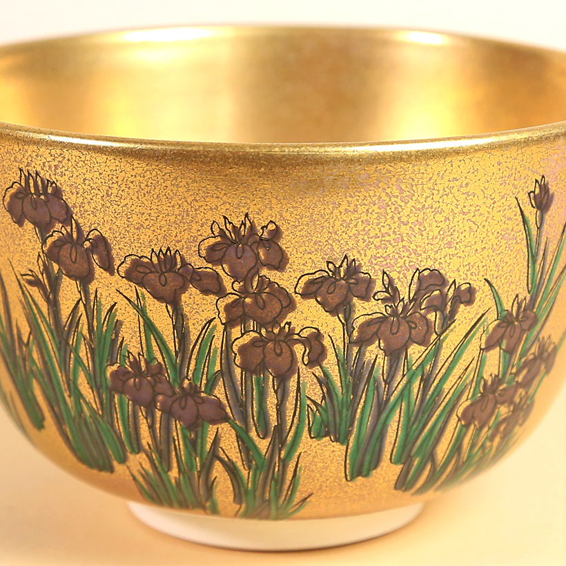 Vintage Matcha Bowl - Gold w/ Iris close up