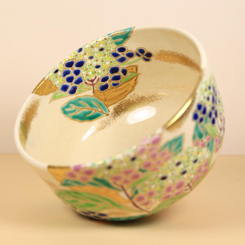 Vintage Matcha Bowl with Hydrangeas inside