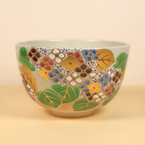 Vintage Matcha Bowl with Hydrangeas 2