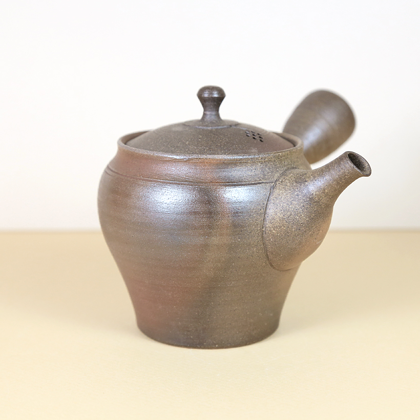 Tokoname Brown Shiny Teapot with Flashing