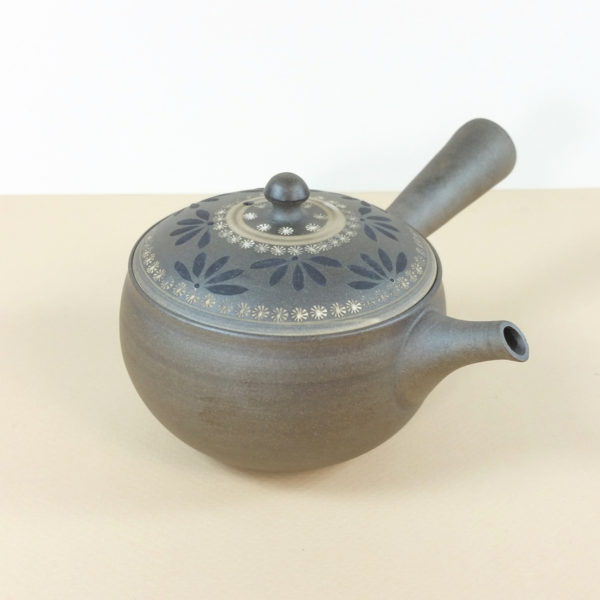 Tokoname Matte Grey Teapot with Decorative Lid
